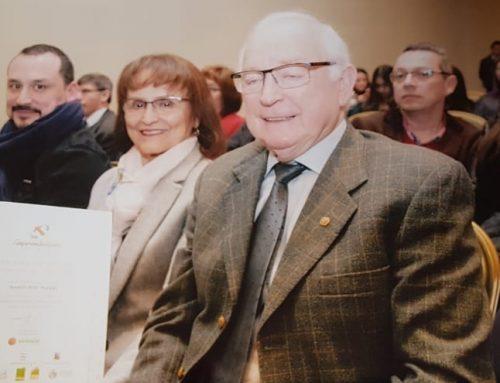 Hugo Prambs recibe reconocimiento por sus 50 años de trayectoria